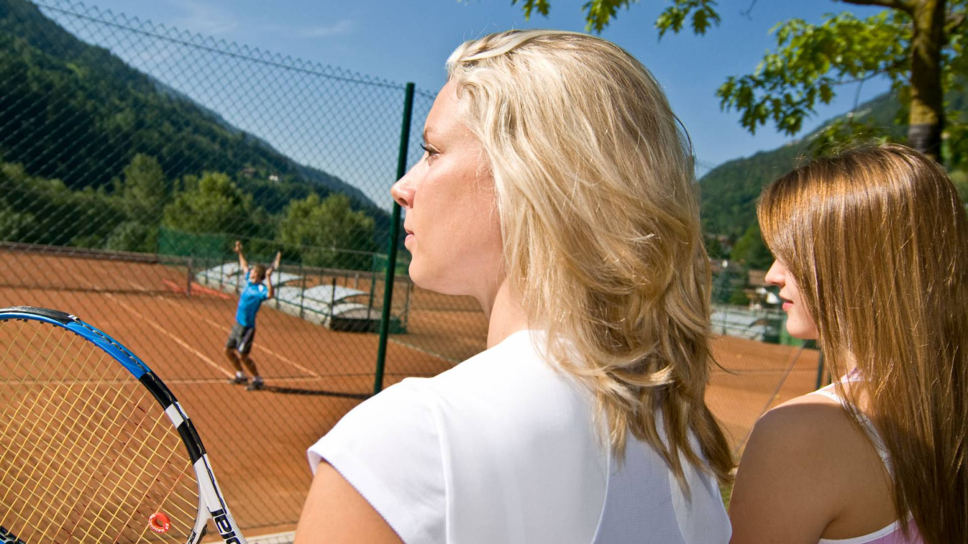 South Tyrol Tennis Paradise Free use of the tennis court