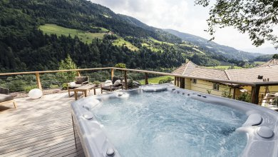 Wald Chalet Quellenhof Resort in Südtirol