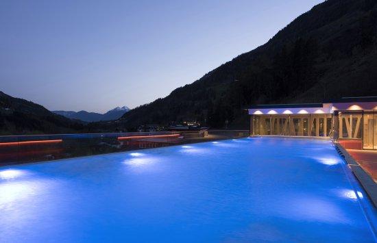 H tel avec piscine merano haut adige tyrol du sud for Hotel autriche tyrol avec piscine