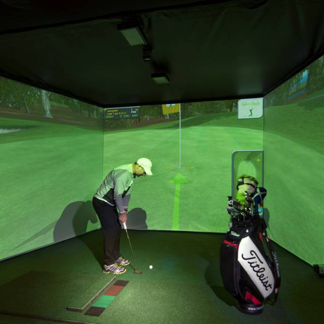 3D indoor golf course with GPS golf simulator